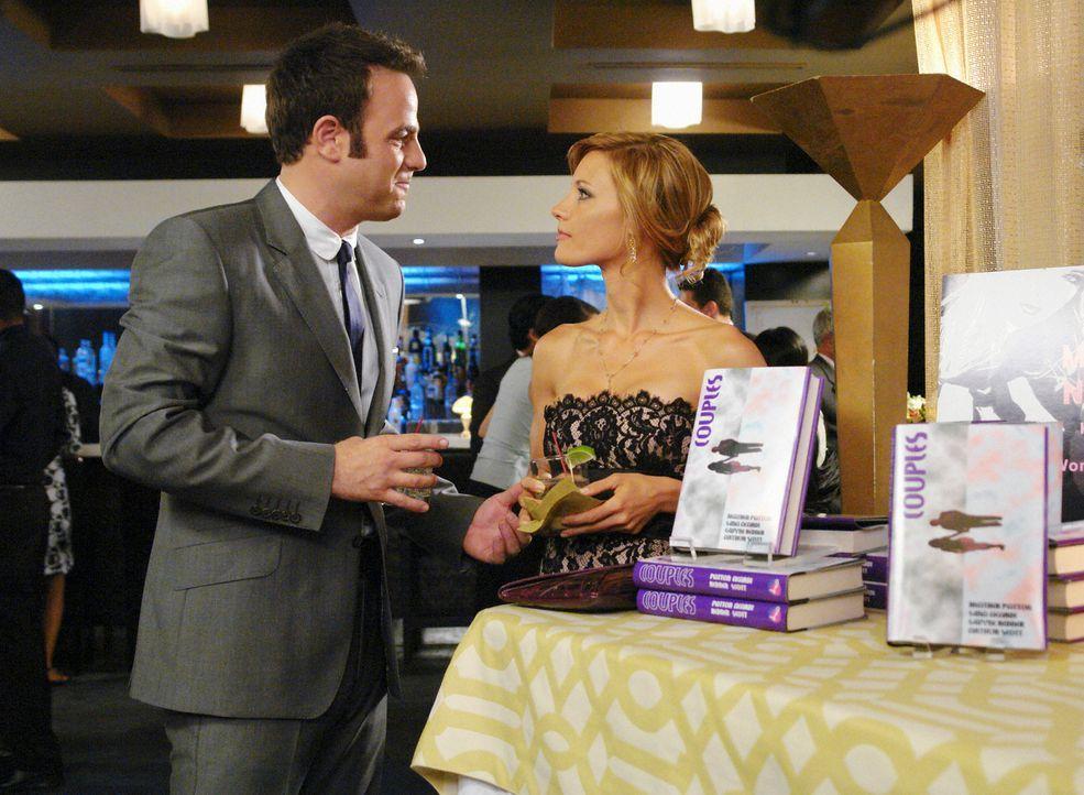 Cooper (Paul Adelstein, l.) trennt sich von Charlotte (KaDee Strickland, r.), da er erkannt hat, dass sie ihn nicht zu einem Teil ihres Lebens mache... - Bildquelle: ABC Studios