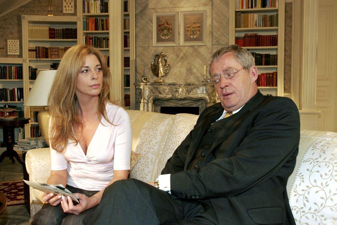 Friedrich (Wilhelm Manske, r.) versucht sich bei Laura (Olivia Pascal, l.) zu entschuldigen, doch statt einer Versöhnung werden die Spannungen zwisc... - Bildquelle: Monika Schürle Sat.1