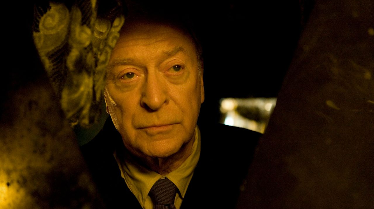 Vom friedlichen Pensionär zum kalten Racheengel: Pensionär Harry Brown (Michael Caine) ... - Bildquelle: Ascot Elite Home Entertainment GmbH