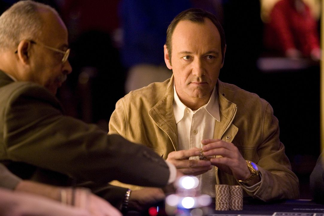 "Professor Rosa (Kevin Spacey), ein ehemaliger Superzocker, hat ein ""todsicheres"" Black Jack-System entwickelt, mit dem Casinos austricksen und um ei... - Bildquelle: CPT Holdings, Inc. All Rights Reserved."