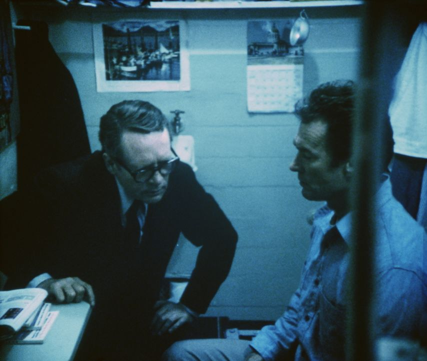 Reden ist Silber, Schweigen ist Gold. Trotzdem bemerkt der misstrauische Direktor (Patrick McGoohan, l.), dass Morris (Clint Eastwood, r.) etwas zu... - Bildquelle: Paramount Pictures