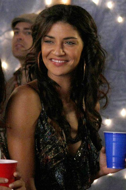 Hat viel Spaß auf Georginas Dachparty: Vanessa (Jessica Szohr) ... - Bildquelle: Warner Brothers