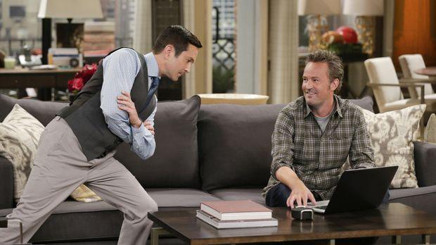 Um seine Nachbarin zu beeindrucken, reserviert Oscar (Matthew Perry, r.) eine...