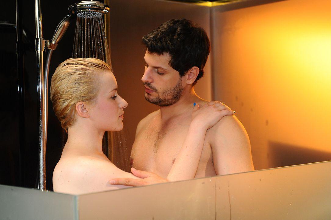 Kommen sich erneut näher: Olivia (Kasia Borek, l.) und Luca (Manuel Cortez, r.) ... - Bildquelle: SAT.1