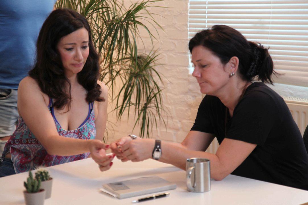 Antonia Knopf (r.), die Chefin der Detektei, kämpft gemeinsam mit ihrem Team für ihre Klientinnen ... - Bildquelle: SAT.1