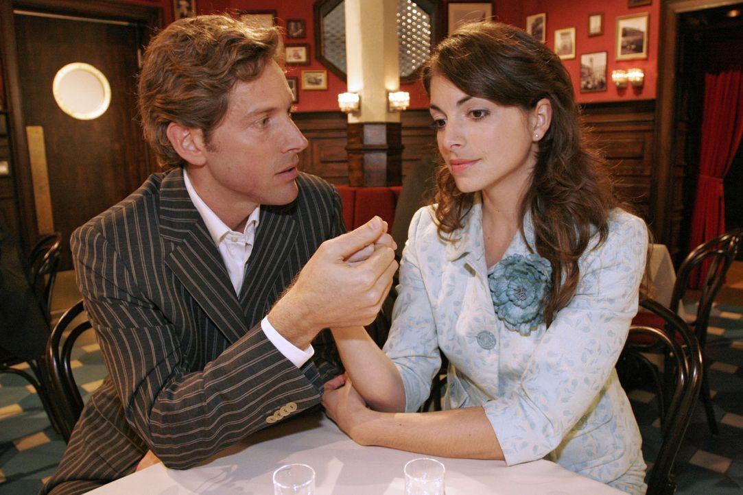 Lars (Clayton M. Nemrow, l.) versucht Mariella (Bianca Hein, r.) für ein neues Leben an seiner Seite zu gewinnen. - Bildquelle: Noreen Flynn Sat.1