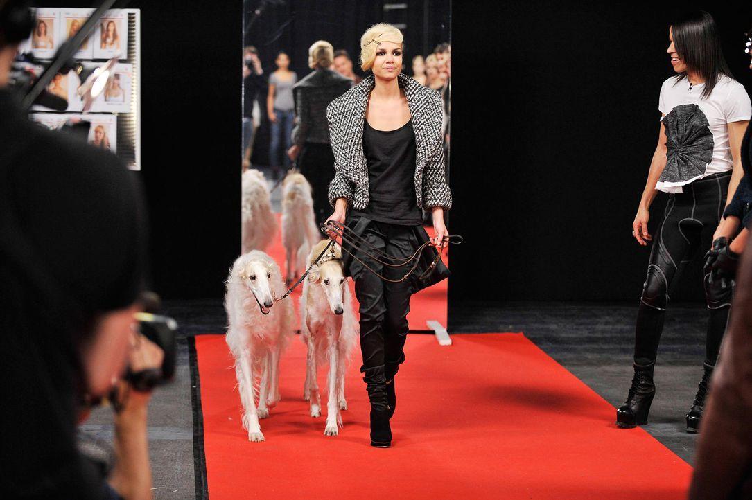 germanys-next-topmodel-stf07-epi01-modenschau-backstage-30-oliver-s-prosiebenjpg 1990 x 1324 - Bildquelle: Oliver S. - ProSieben