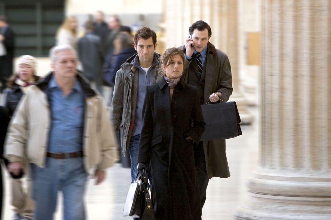 Während einer Bahnfahrt lernt der Werbefachmann Charles (Clive Owen, l.) die attraktive Lucinda Harris (Jennifer Aniston, r.) kennen. Noch ahnt er... - Bildquelle: Miramax Films All rights reserved