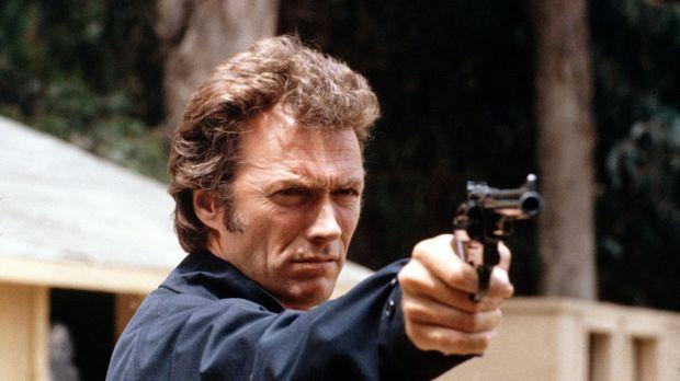 Sein Erkennungszeichen ist die 44er Magnum: 'Dirty Harry' Callahan (Clint Eas...