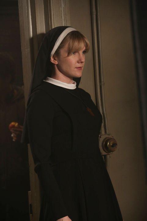 Jahr 1964: Schwester Mary Eunice McKee (Lily Rabe) unterstützt Dr. Arthur Arden bei seinen Gräueltaten ... - Bildquelle: 2012-2013 Twentieth Century Fox Film Corporation. All rights reserved.