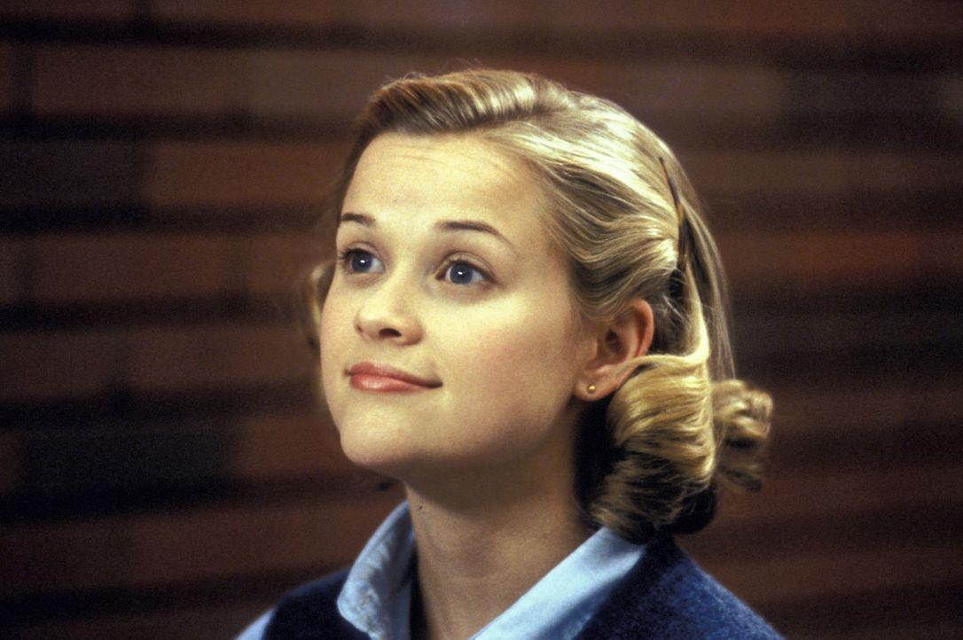 Tracy Flick (Reese Witherspoon), eine ehrgeizige Streberin, will Schulsprecherin werden - um jeden Preis. Berechnend läutet sie eine unsaubere Wahlk... - Bildquelle: TM &   1999 BY PARAMOUNT PICTURES. ALL RIGHTS RESERVED.