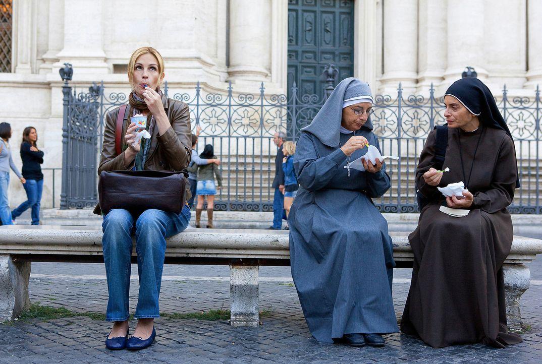 Eat, Pray, Love: Eine Frau (Julia Roberts, l.) auf der Suche nach sich selbst quer durch die Welt ... - Bildquelle: 2010 Columbia Pictures Industries, Inc. All Rights Reserved.