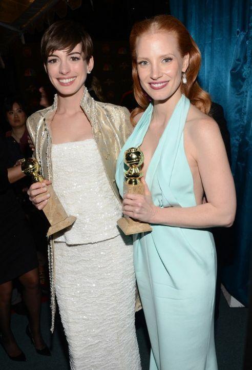 Anne Hathaway und Jessica Chastain bei den Golden Globes 2013 - Bildquelle: AFP