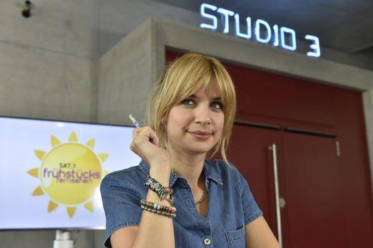Mila - Mila (Susan Sideropoulos) hat irrsinniges Lampenfieber vor ihrem Live-...