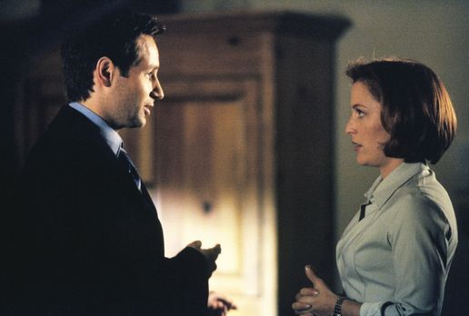 In schweren Situation denkt Scully (Gillian Anderson, r.) gerne an Mulder (Da...