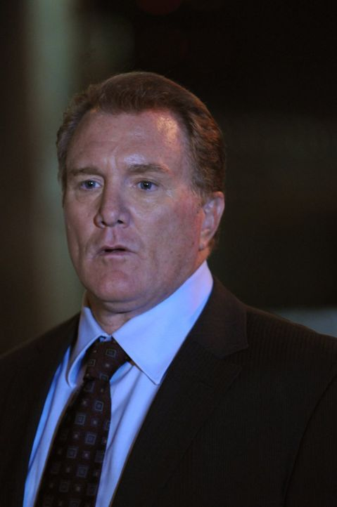 Detective Daniel Salinger (Michael McGrady) acht sich große Sorgen um seine Tochter Kimmy, die nicht zur verabredeten Zeit nach Hause gekommen ist .... - Bildquelle: Warner Brothers