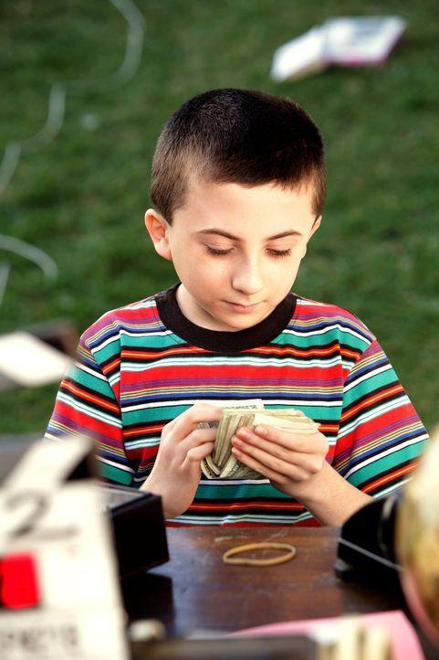 Anstatt sich wie der Rest seiner Familie beim Aufräumen rumzuplagen, hat Brick (Atticus Shaffer) eine geniale Geschäftsidee ... - Bildquelle: Warner Brothers