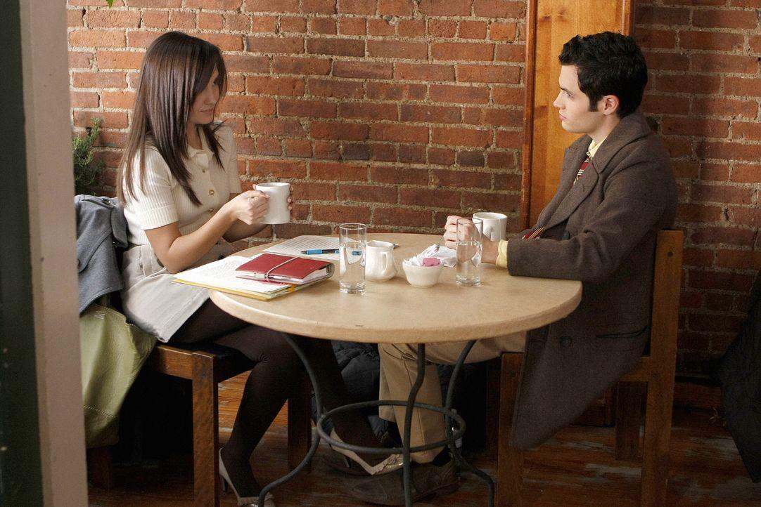 Blair will es Miss Carr (Laura Breckenridge, l.) heimzahlen und so setzt sie via Gossip Girl das Gerücht in die Welt, dass sie und Dan (Penn Badgley... - Bildquelle: Warner Brothers