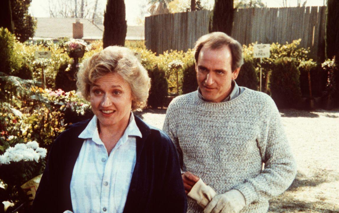 Das Ehepaar Richard (Richard Jenkins, r.) und Elizabeth Grant (Caroline Kava, l.) führt eigentlich ein ganz normales Leben als brave Staatsbürger.... - Bildquelle: Columbia Pictures