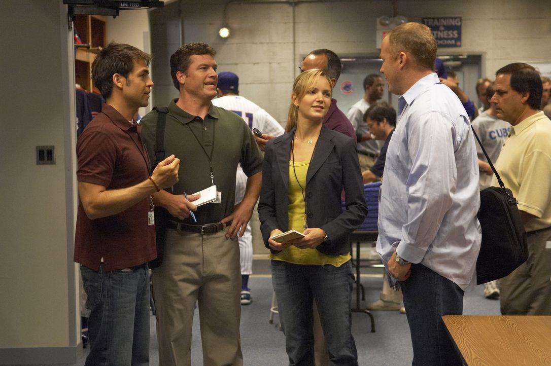 P.J. (Jordana Spiro, M.) möchte nicht, dass ihre kleine Affäre mit Bobby in der Arbeit die Runde macht. Kann sie das noch verhindern? - Bildquelle: 2006 Sony Pictures Television Inc. All Rights Reserved.