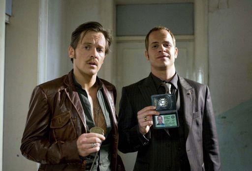 Der Cop und der Snob - Gerry (Johannes Zirner, l.), bestens vernetzt in seine...