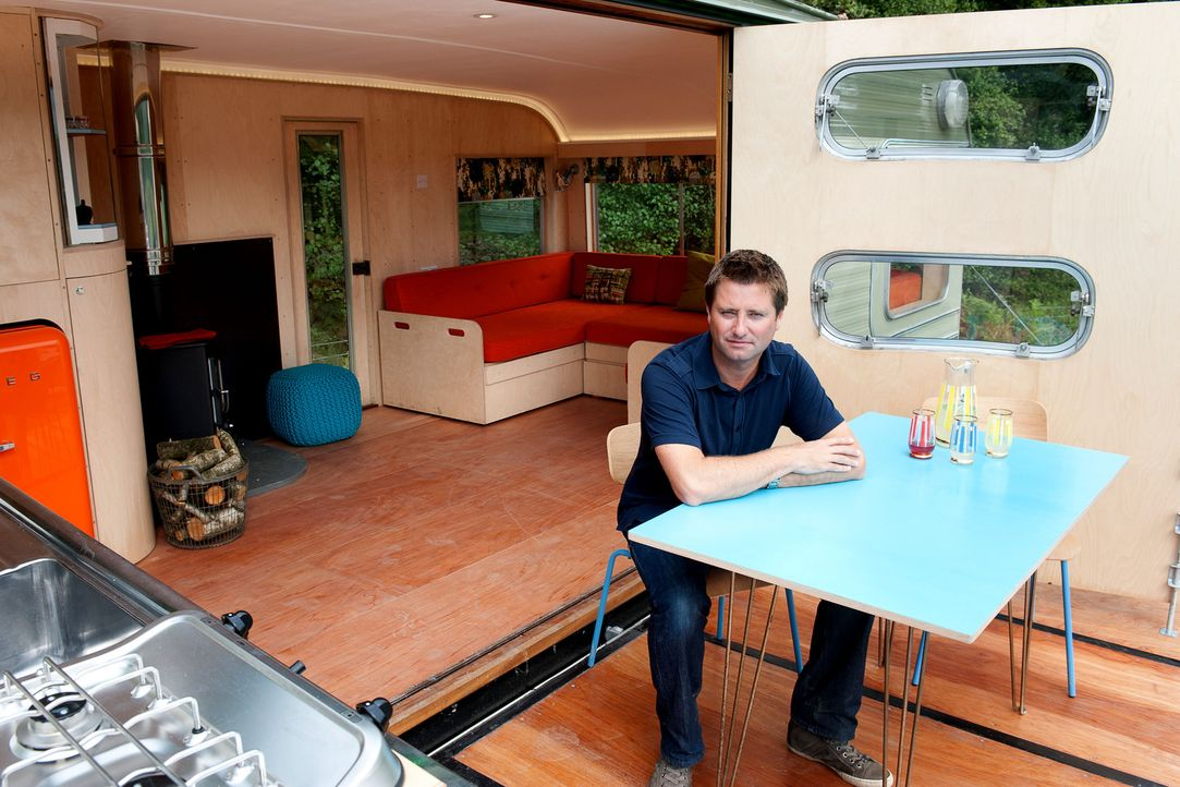 """Architekt George Clarke besucht für """"Amazing Spaces - So wohnt sonst keiner"""" Menschen, die kleine Räume maximal nutzen. Mit einer großen Portion Kre... - Bildquelle: Mike Poloway/UNP. 01274 412222."""