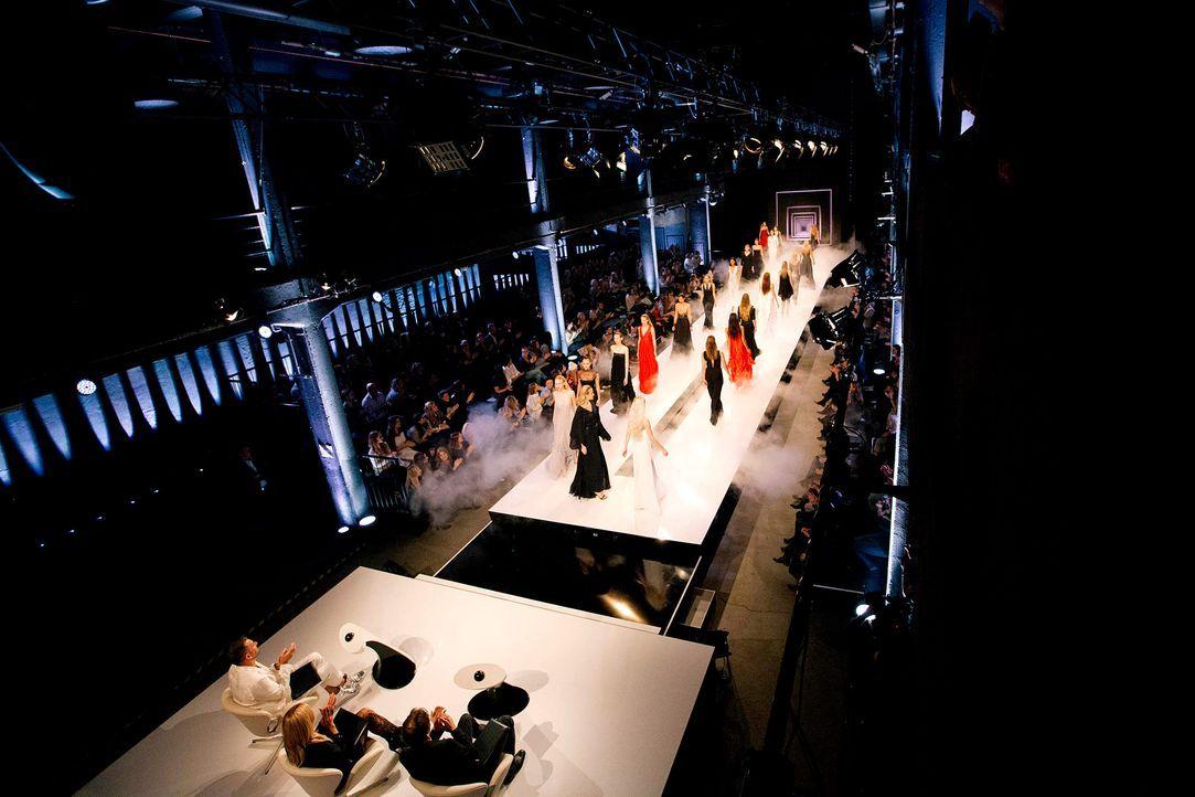GNTM-Stf11-Epi01-erste-fashion-show-24-ProSieben-Hobmaier - Bildquelle: ProSieben/Stefan Hobmaier