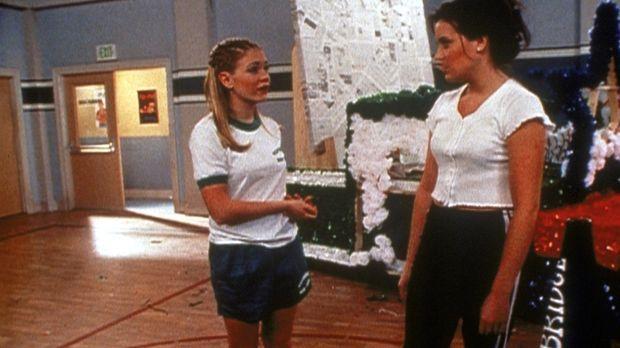 Sabrina (Melissa Joan Hart, l.) und Libby (Jenna Leigh Green, r.) werden beau...