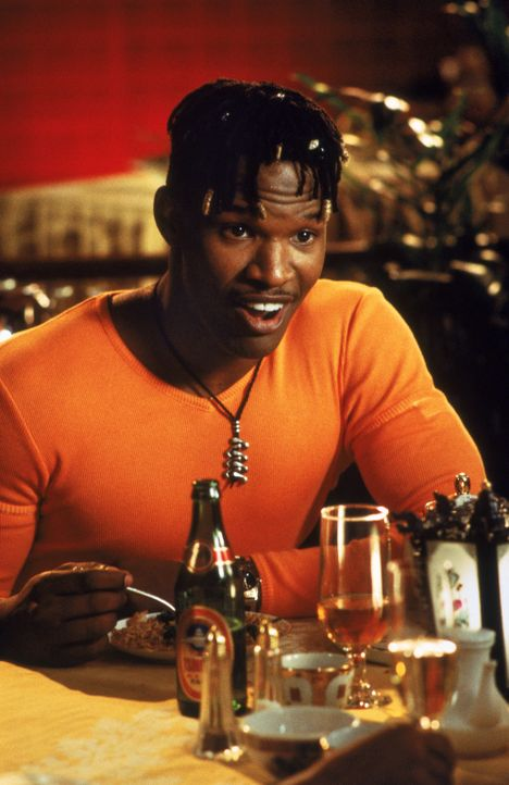 Der College-Schüler Rushon (Jamie Foxx) bearbeitet seinen Kumpel Bunz so lange, bis dieser einem Blind-Date zustimmt ... - Bildquelle: 1997 Columbia Pictures Industries, Inc. All Rights Reserved.