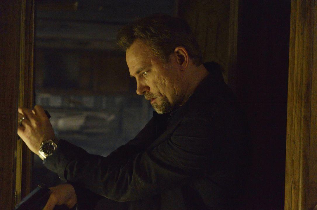 Als Detective Shay (David Meunier) mit dem Verlust seines Zeugen zurechtkommen muss, stürzt er sich nur noch mehr auf Damien und bringt sich damit i... - Bildquelle: Ben Mark Holzberg 2016 A&E Television Network, LLC. All rights reserved.