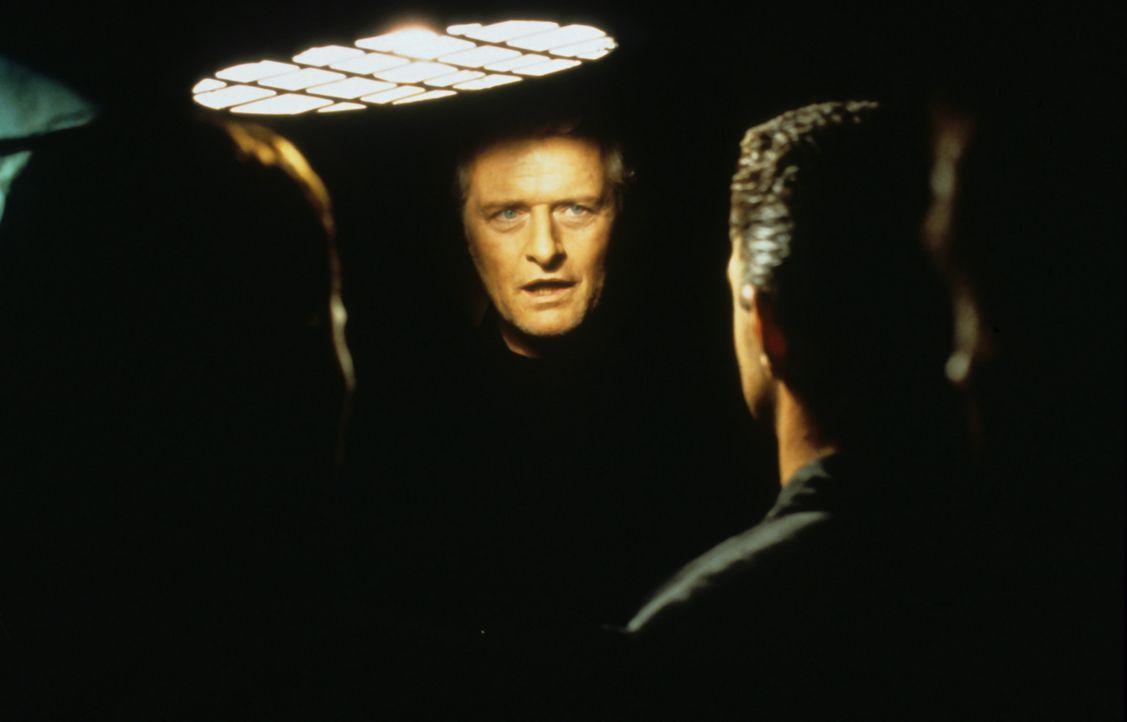 Curtiz (Rutger Hauer) will um alles auf der Welt sein Geld zurück ... - Bildquelle: Buena Vista International