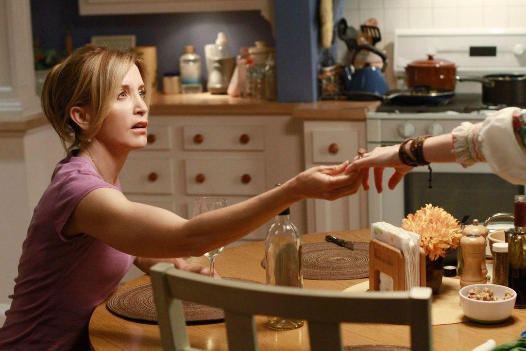 Während Mike misstrauisch wird, da Susan und Carlos ungewöhnlich viel Zeit miteinander verbringen, hat Lynette (Felicity Huffman) ein ungutes Gefühl... - Bildquelle: ABC Studios
