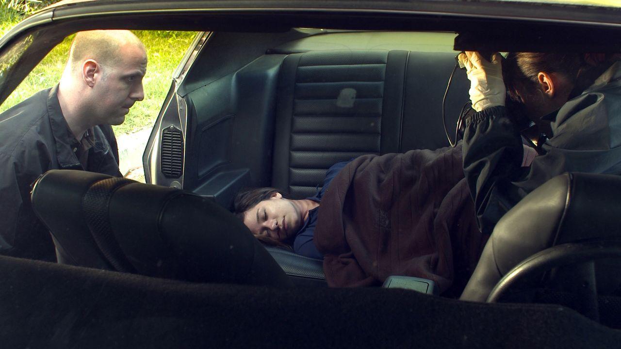 Ein neuer Fall für Lieutenant Joe Kenda: In einem Auto auf dem Parkplatz eines Friedhofs findet die Polizei die Leiche einer jungen Frau ... - Bildquelle: Jupiter Entertainment