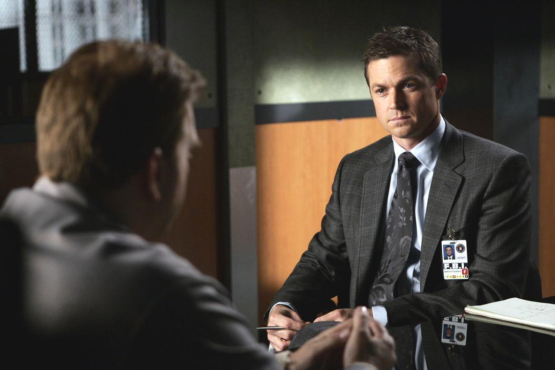 Bei den Ermittlungen stößt Martin (Eric Close, r.) auf August Black (Daniel Roebuck, l.). Doch hat er wirklich etwas mit dem Verschwinden von Barry... - Bildquelle: Warner Bros. Entertainment Inc.