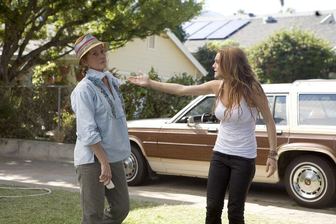 Rachel (Lindsay Lohan, r.) ist ein rebellischer Teenager, der völlig außer Kontrolle geraten und nicht mehr zu bändigen ist. Ihre Mutter verbannt si... - Bildquelle: Morgan Creek International