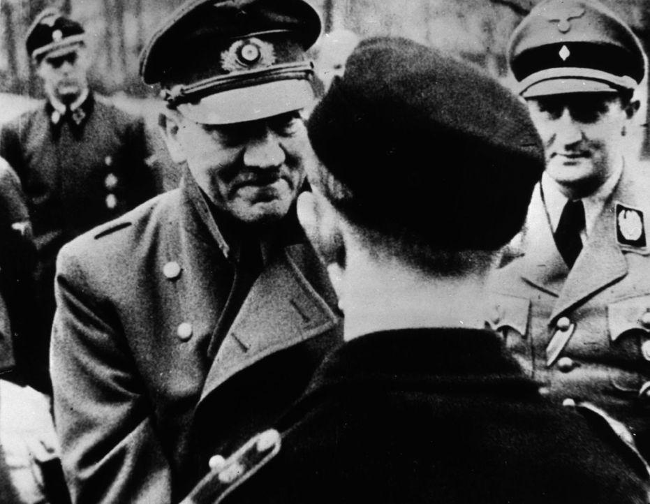 Ein Journalist aus Großbritannien glaubt, dass Hitler die Flucht gelang und die Leiche, die man im Bunker fand, die Leiche eines Doppelgängers war.... - Bildquelle: Keystone/Getty Images