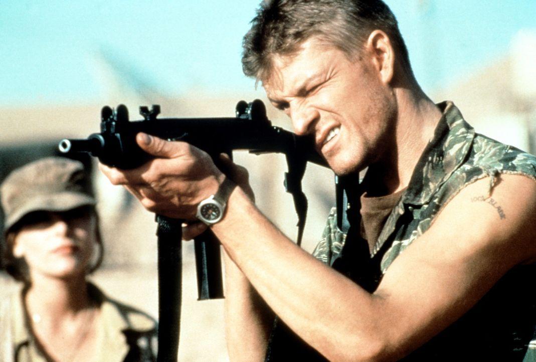In einem Wüstenlager bereitet sich der Terrorist Sean Miller (Sean Bean) auf seine Rache vor ... - Bildquelle: Paramount Pictures