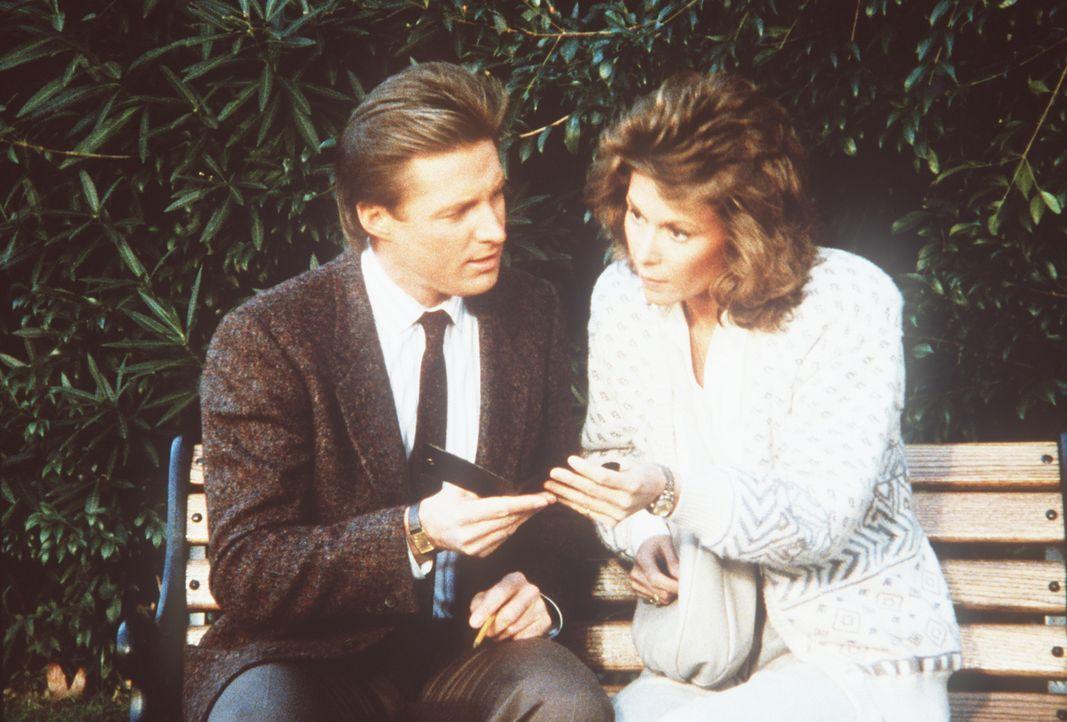 Lee (Bruce Boxleitner, l.) und Amanda (Kate Jackson, r.) suchen Joe, den geschiedenen Mann der Agentin, der in Washington untergetaucht ist, weil er...
