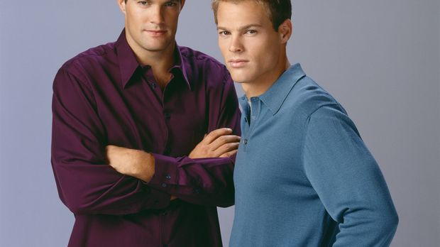 (7. Staffel) - Kevin (George Stults, r.) und Ben (Geoff Stults, l.) sind zwar...