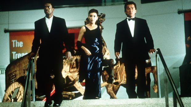 Die Top-Agenten auf der Suche nach der entführten Tochter des Konsuls: James...