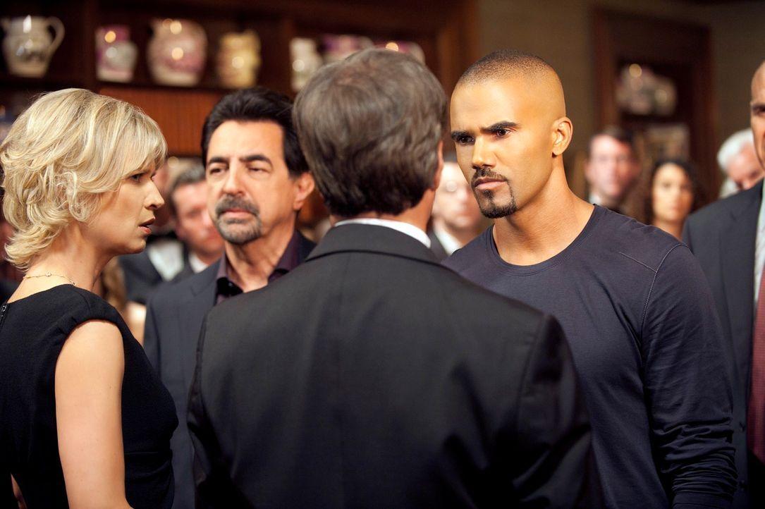 Die Ermittlungen im Fall Donald Sanderson laufen auf Hochtouren. Das BAU-Team um Morgan (Shemar Moore, r.) und Rossi (Joe Mantegna, 2.v.l.) versucht... - Bildquelle: ABC Studios