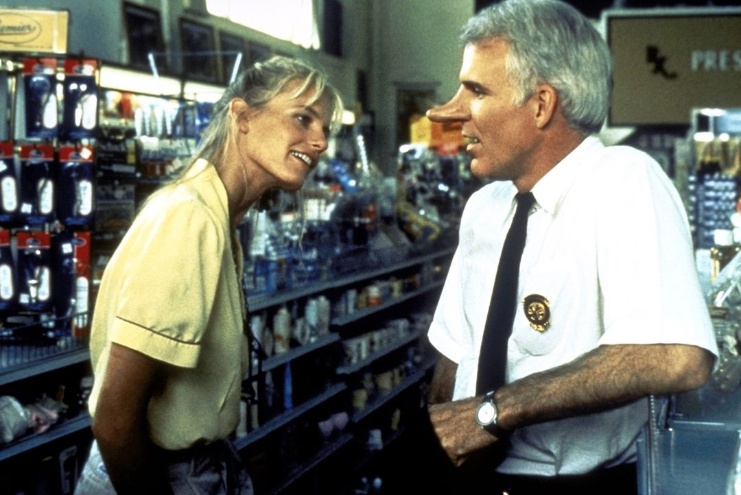 Der Feuerwehrhauptmann C. D. Bales (Steve Martin, r.) verliebt sich Hals über Kopf in die Astronomie-Studentin Roxanne (Daryl Hannah, l.) ... - Bildquelle: Copyright   1987 Columbia Pictures Industries, Inc. All Rights Reserved.