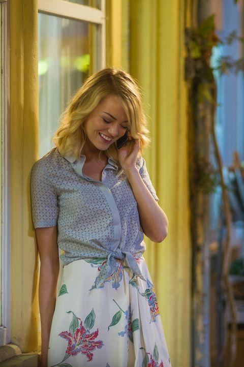 Eigentlich wurde Major Allison Ng (Emma Stone) Brian als Aufpasserin der Air Force an die Seite gestellt, doch dann verliebt sie sich in den charman... - Bildquelle: 2015 Columbia Pictures Industries, Inc. All Rights Reserved.