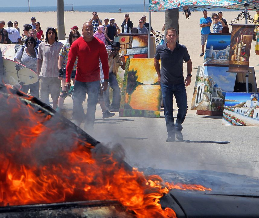 Bei ihren Ermittlungen geraten Callen (Chris O'Donnell, r.) und Sam (LL Cool J, l.) selbst in Gefahr ... - Bildquelle: CBS Studios Inc. All Rights Reserved.