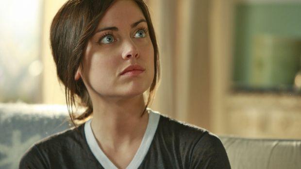 Silver (Jessica Stroup) fühlt sich wieder in der Lage, in die Schule zu gehen...