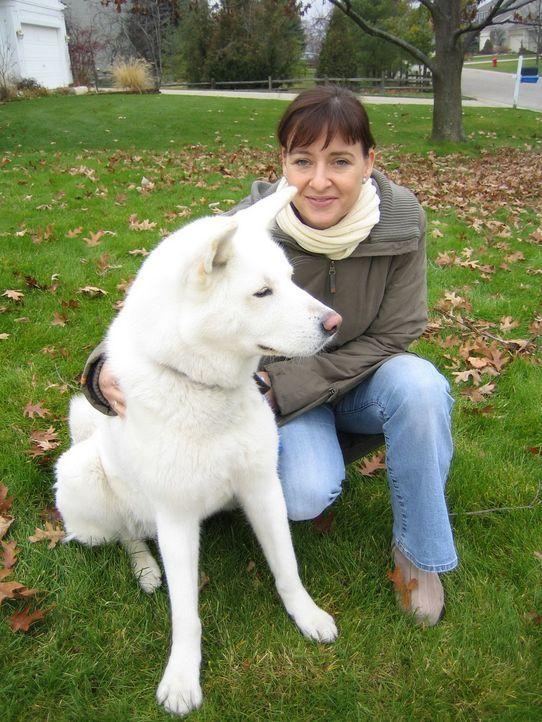 Nicola (34) und ihr Hund Lucie - Bildquelle: kabel eins