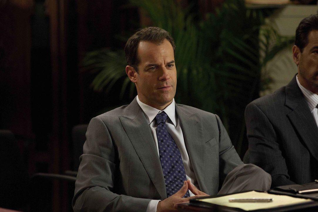 Jay (Josh Stamberg) wird von seiner Ex-Frau nach einem One-Night-Stand mit ihr verklagt ... - Bildquelle: 2011 Sony Pictures Television Inc. All Rights Reserved.