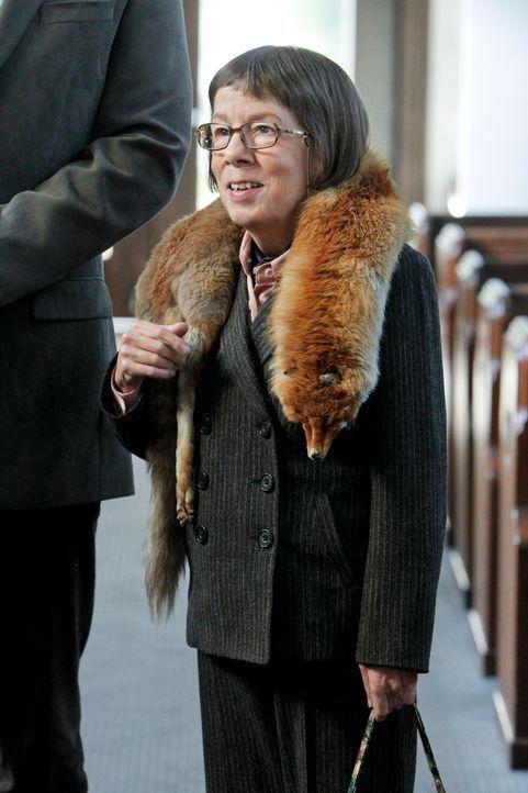 Um einen neuen Fall lösen, ermittelt sogar Hetty (Linda Hunt) undercover ... - Bildquelle: CBS Studios Inc. All Rights Reserved.