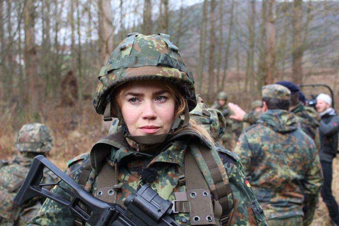 """Palina muss bei """"Palina in the Box"""" zur Bundeswehr - doch wie wird sie diese Aufgabe meistern? - Bildquelle: ProSieben"""