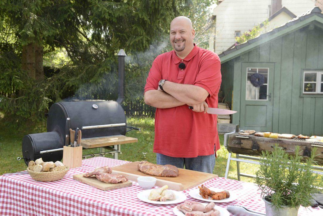 Neben den fünf Schritten zum besten Steak sucht Jumbo Schreiner das schärfste Messer und verrät auch das Geheimnis des besten Chili Con Carne ... - Bildquelle: Walter Wehner ProSieben MAXX